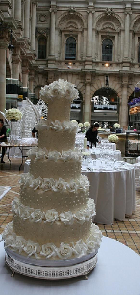 wedding cake deals london tom cruise and pearl encrusted wedding cake 22355